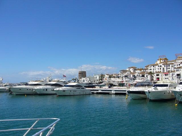 Descubre el lujo de Puerto Banús en Málaga