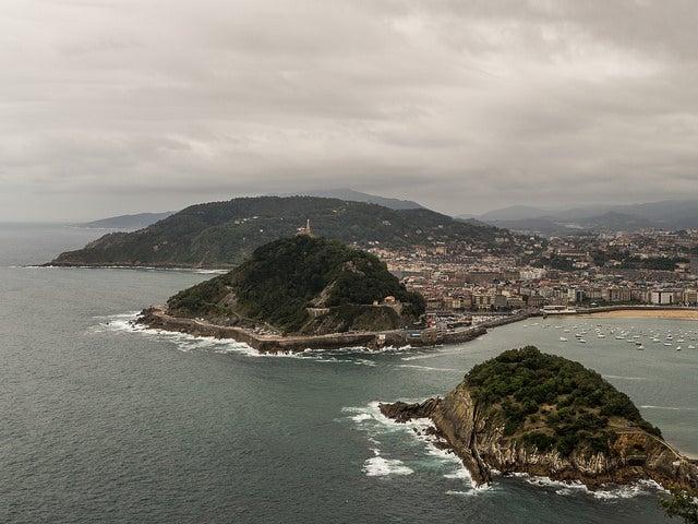 Vista de San Sebastián con lluvia