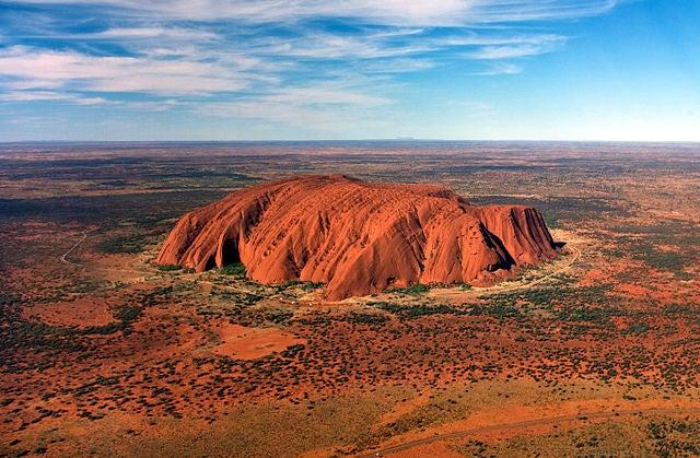Monte Uluru, uno deloslugares más espectaculares de Australia