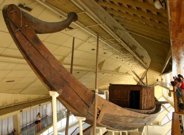 Barca funeraria de la pirámide de Guiza
