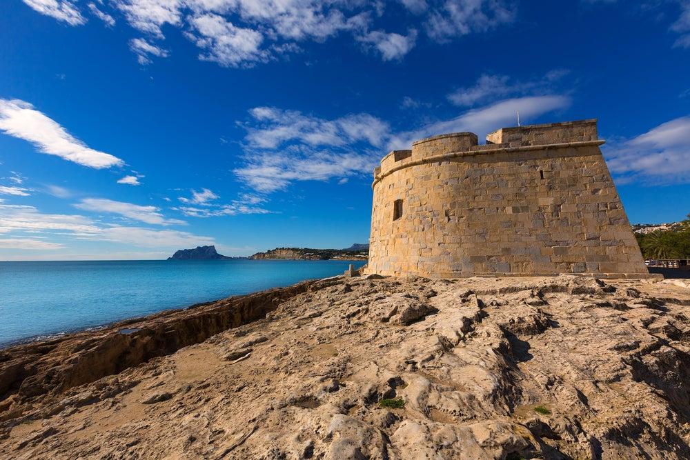 Conoce la historia del pequeño castillo de Moraira, en Alicante