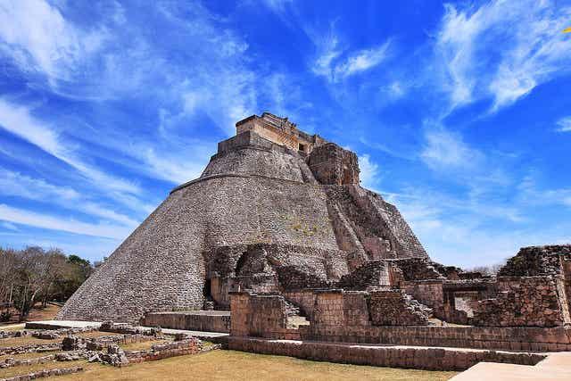 Guía de la antigua ciudad de Uxmal en México
