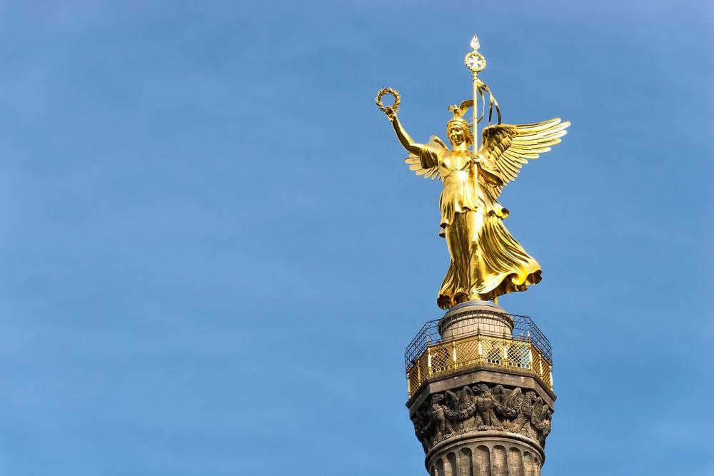 Estatua en la columna de la Victoria de Berlín
