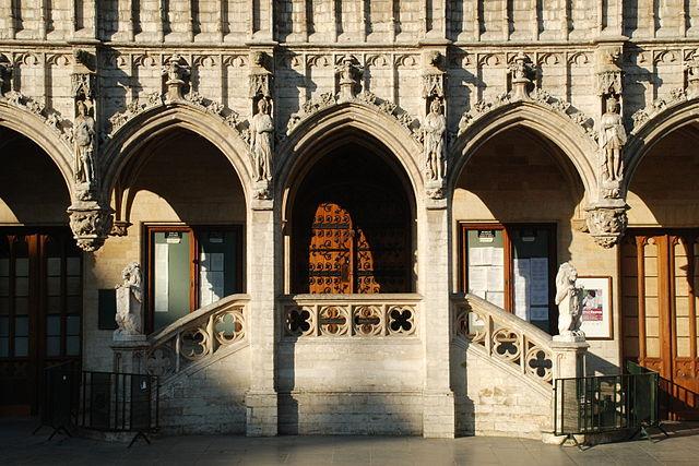 Escalera del ayuntamiento de Bruselas