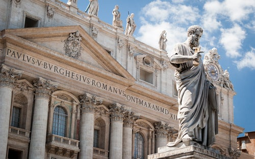 Estatua de San Pedro en el Vaticano