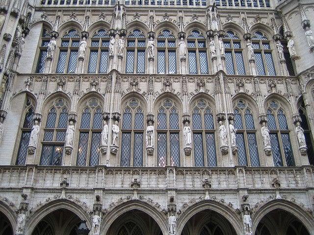 Estatuas en el ayuntamiento de Bruselas