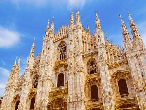 Fachada principal de la catedral de Milán