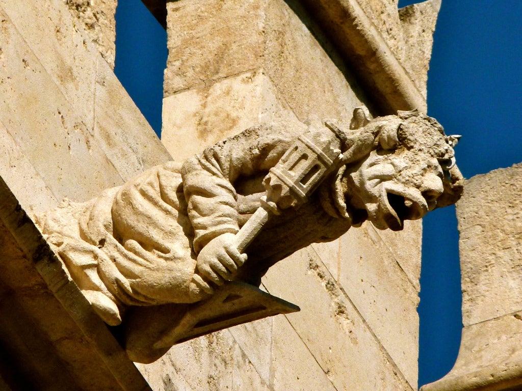 Las gárgolas más increíbles que verás en edificios de España