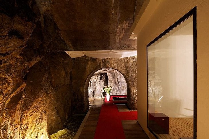 La Claustra, uno de los hoteles más curiosos de Europa