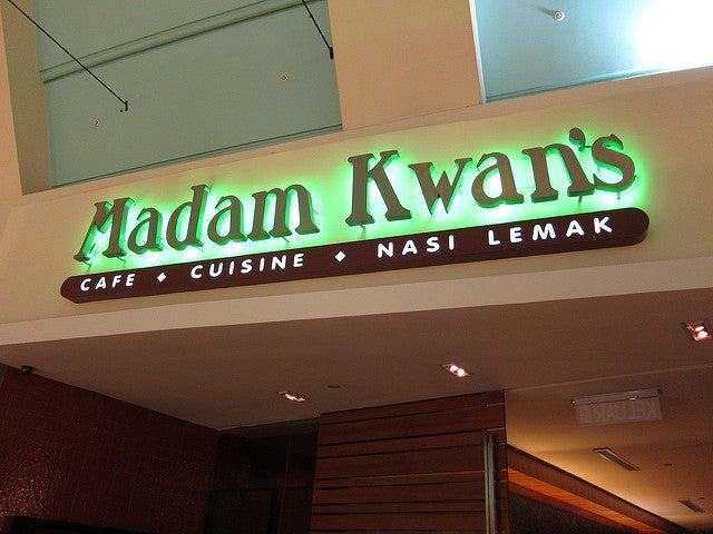 Comer cerca del as Torres Petronas en Madam Kwan's