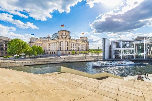 Reichstag de Berlín cerca de la Puerta de Brandenburgo