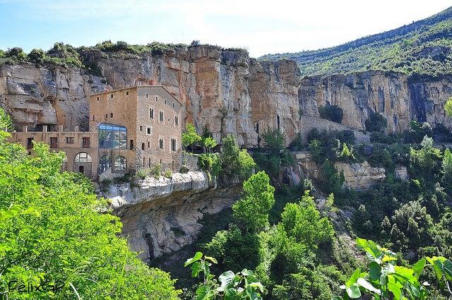 Nos acercamos hasta el monasterio de San Miguel de Fay