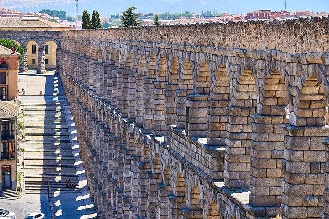 ¿Cómo se construyó el acueducto romano de Segovia?