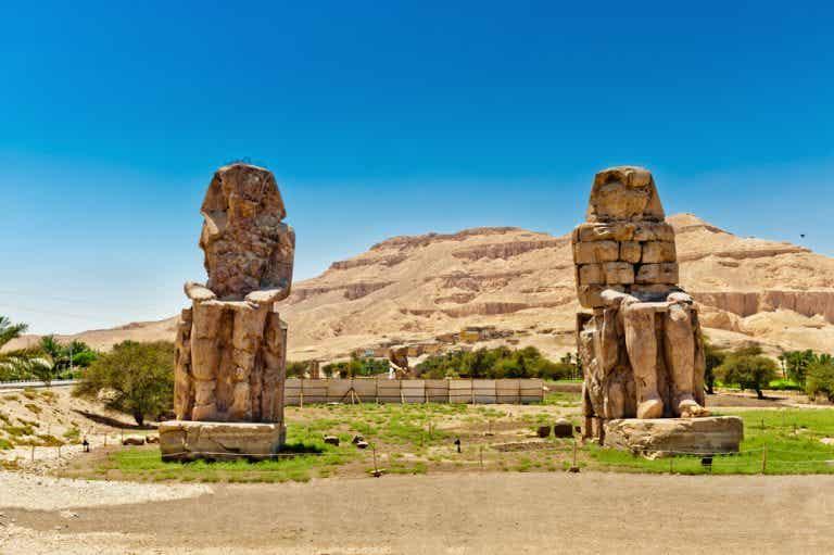 Los colosos de Memnón, las estatuas que cantan al amanecer