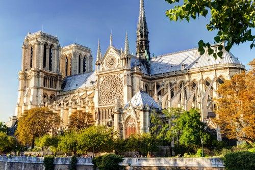 Curiosidades de Notre Dame de París, lateral del templo