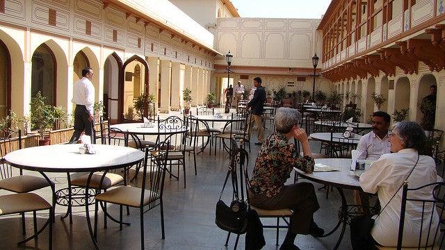Tha Palace Café para comer cerca del Hawa Mahal