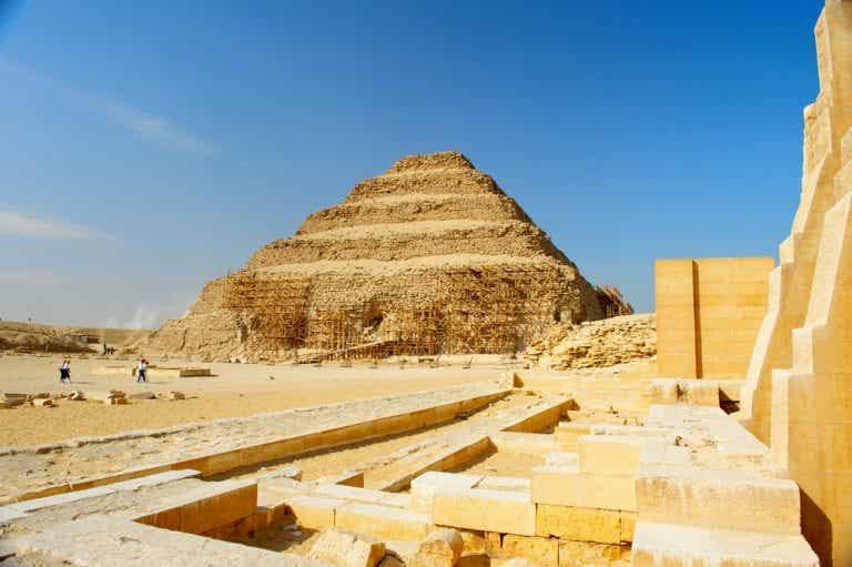 Guía para visitar la pirámide escalonada de Zoser