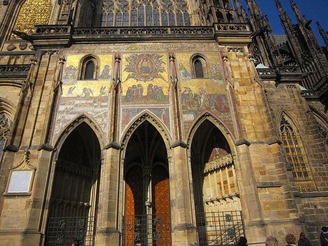 Puerta dorada de la Catedral de San Vito