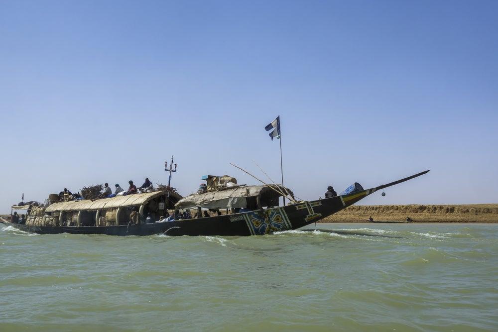 Río Níger una forma de llegar a Tombuctú