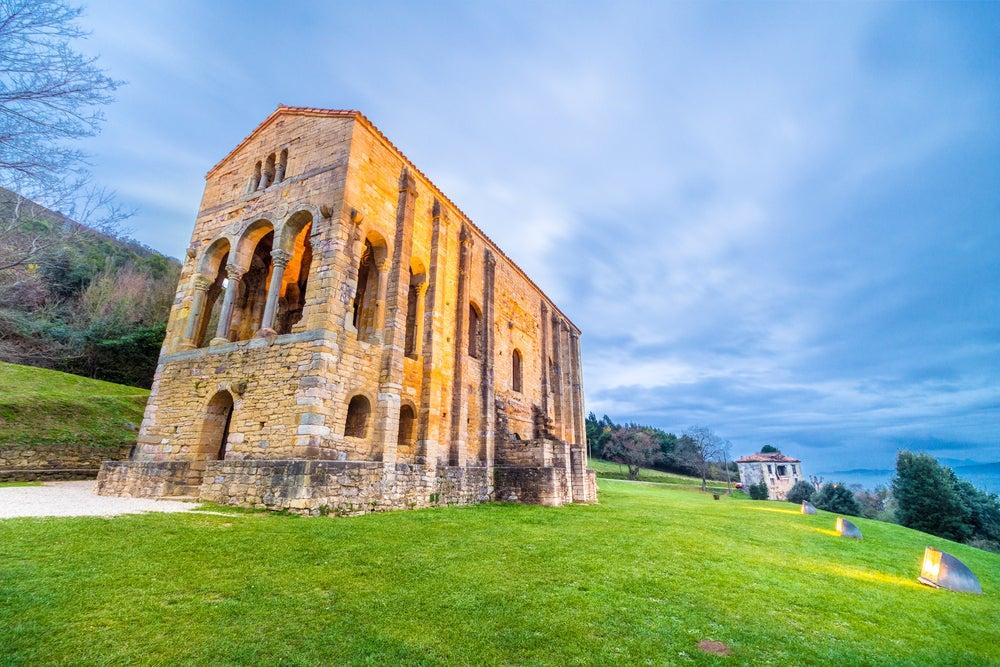 Qué saber antes de visitar Santa María del Naranco en Oviedo