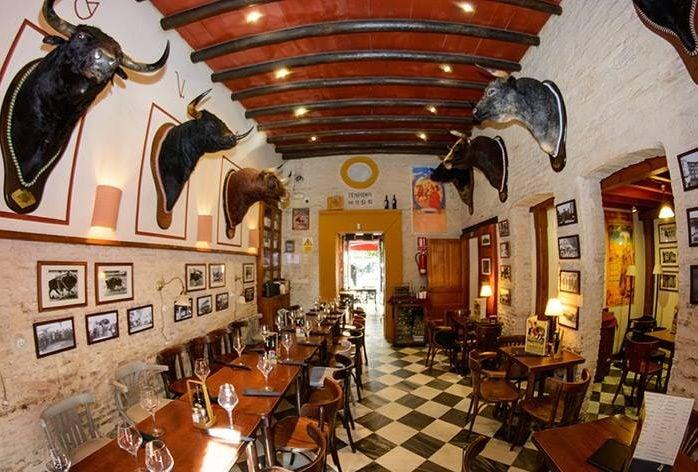 Taberna Belmontepara comer cerca de la catedral de Sevilla