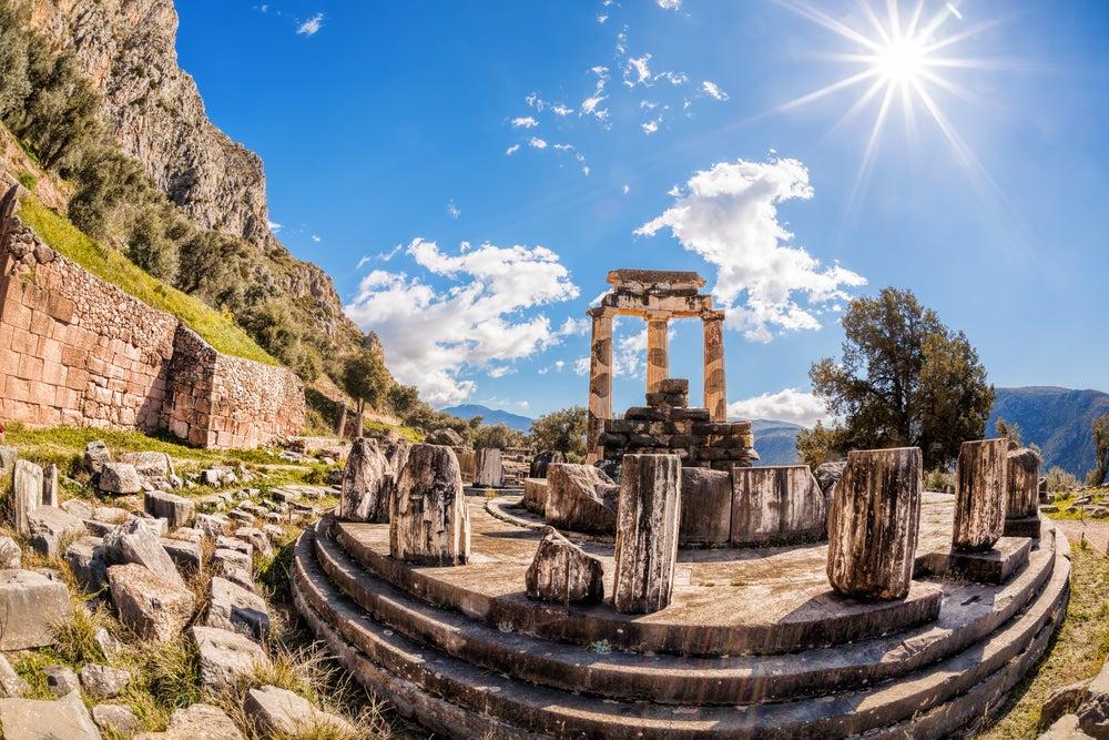 Templo de Delfos en una ruta por el Peloponeso