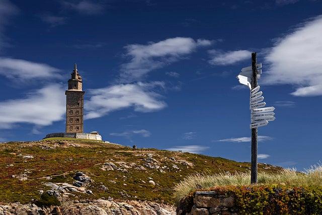 Guía de la torre de Hércules, vista del monumento