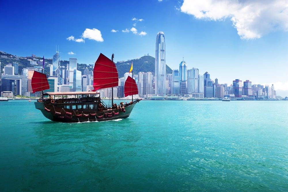 Contemplamos el «skyline» de la bahía de Hong Kong