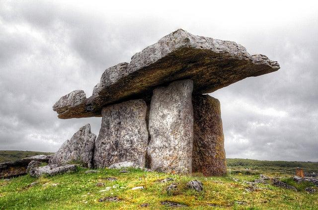 Dolmen de Poulnabore en Irlanda