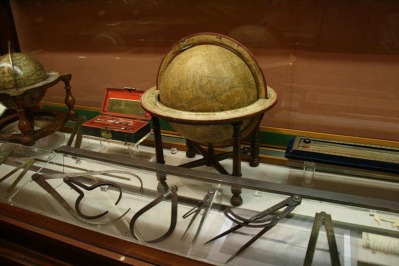 Globo terráqueo en el Museo Naval