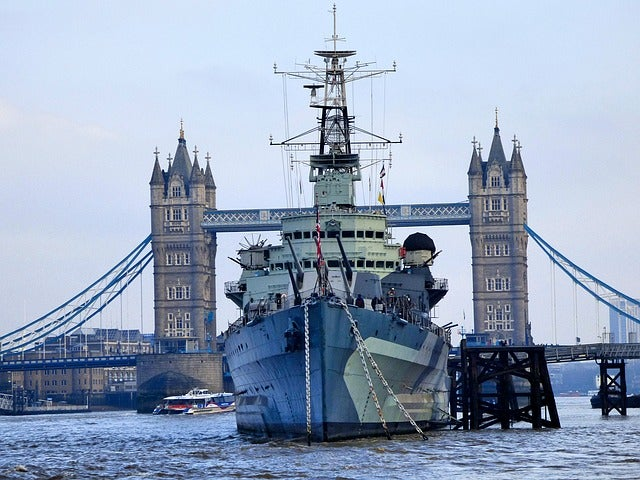 Hms Belfast cerca del Tower Bridge