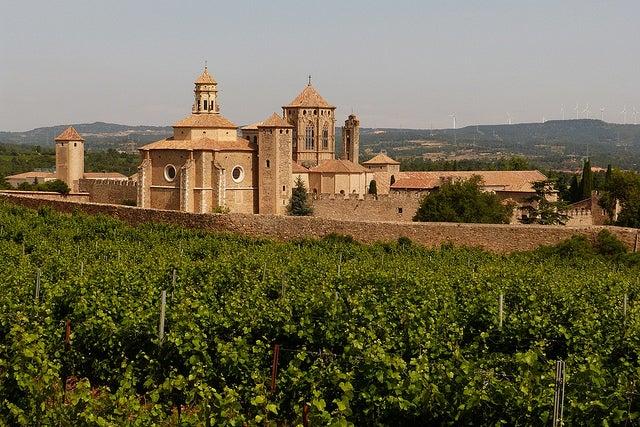 Cómo llegar al monasterio de Poblet, una joya cisterciense