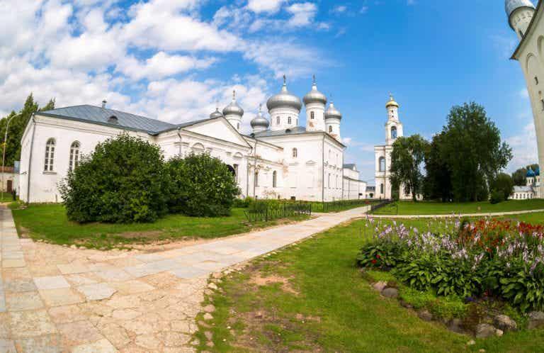 Qué hacer cerca del monasterio de Yuriev en Rusia