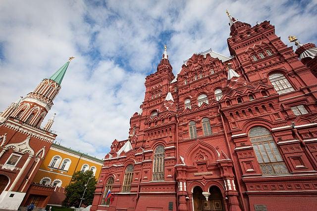 Fachada principal del museo de Historia Estatal de Rusia