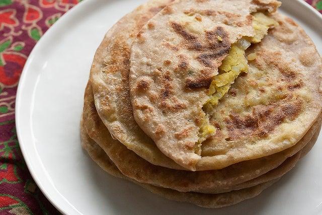 Paratha, plato para comer cerca del Templo del Loto