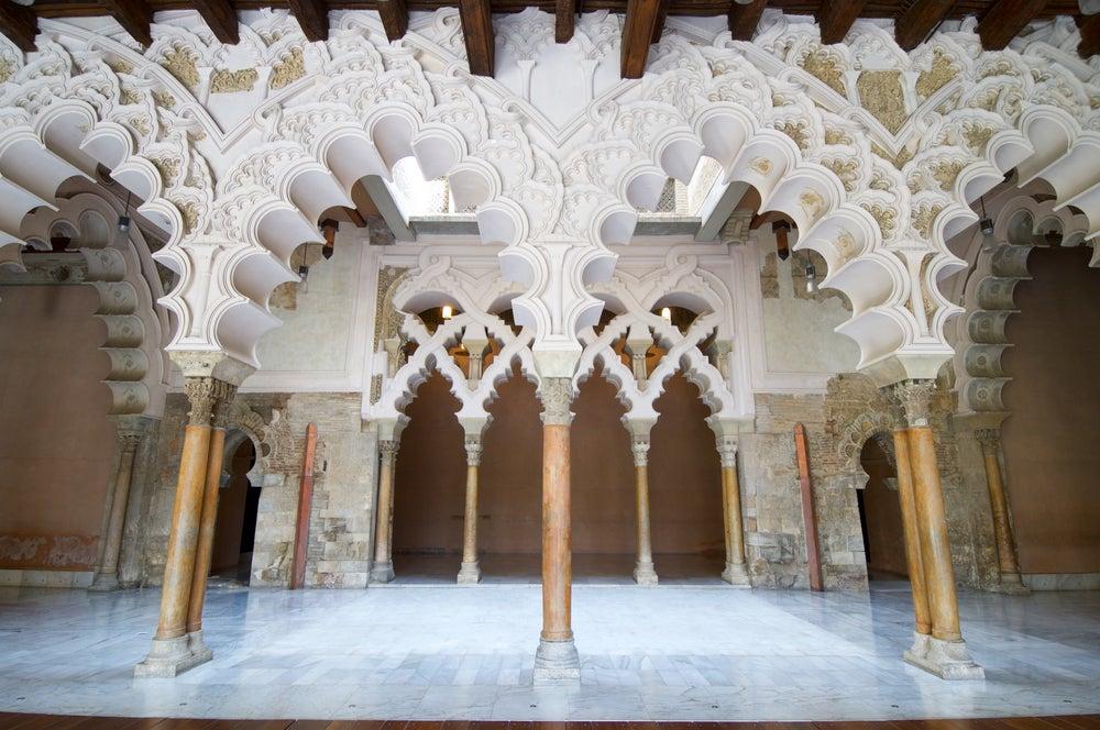 Patio en el castillo de la Aljafería