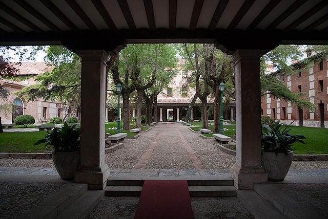 Patio de los Filósofos de la Universidad de Alcalá