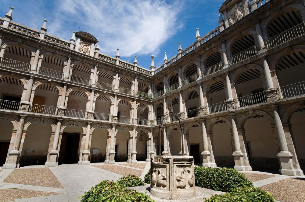 Patio de Santo Tomás de Villanueva en la universidad de Alcalá