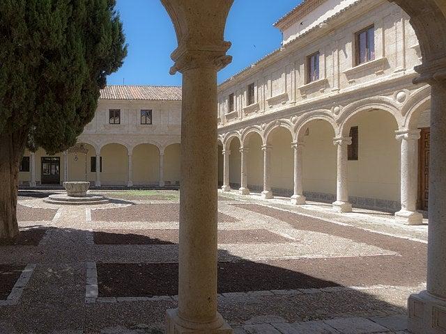 PAtio Trilingüe de la Universidad de Alcalá de Henares