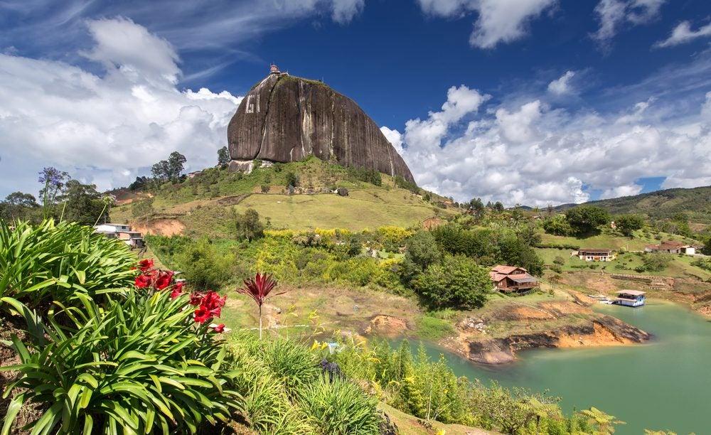 Ascendemos al Peñol de Guatapé en Colombia