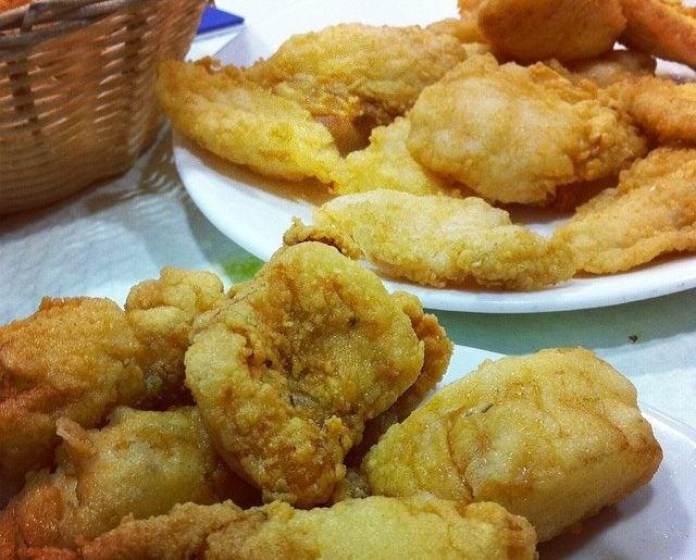 Pescaíto frito, típico de la gastronomía de Sevilla