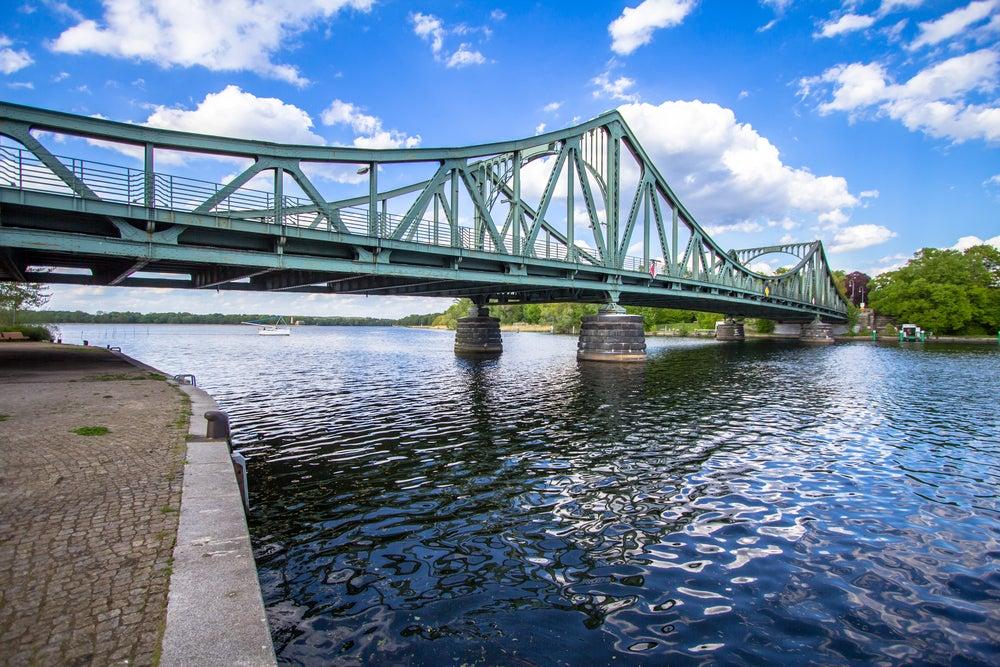 Puente Glienicke en Berlín