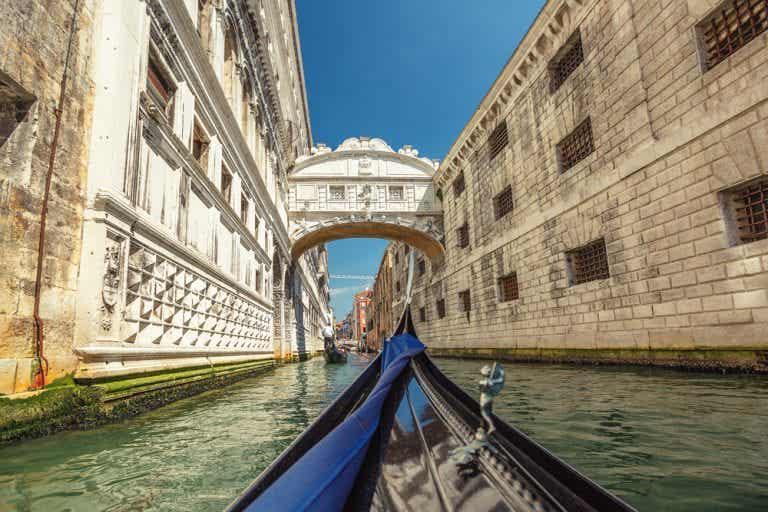 Historia y leyendas del puente de los Suspiros de Venecia