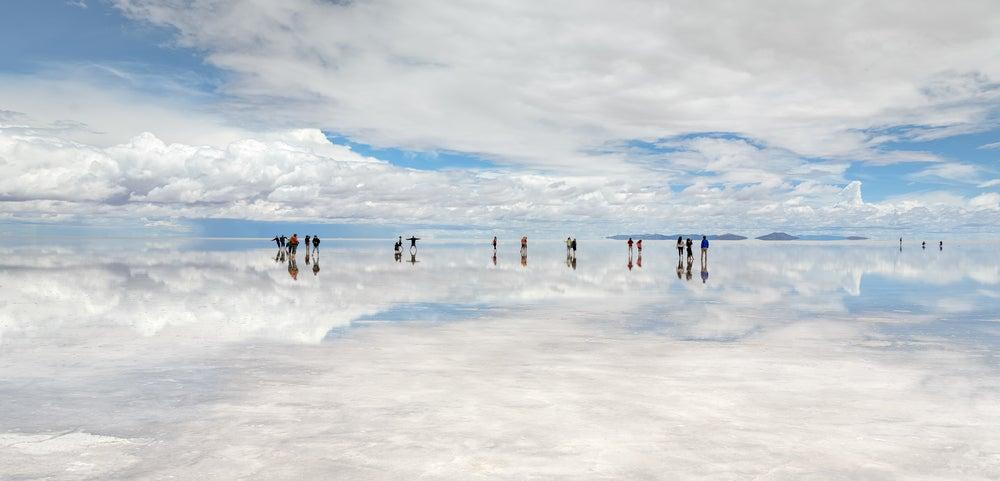 Ilusiones ópticas en el salar de Uyuni en Bolivia