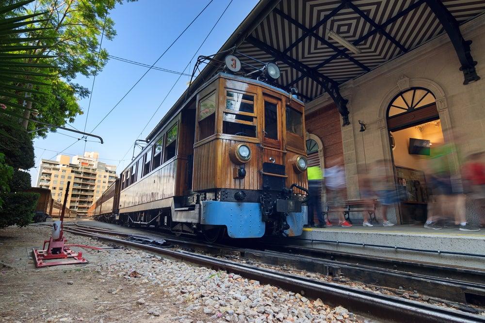 Un viaje en el tren centenario de Palma a Sóller