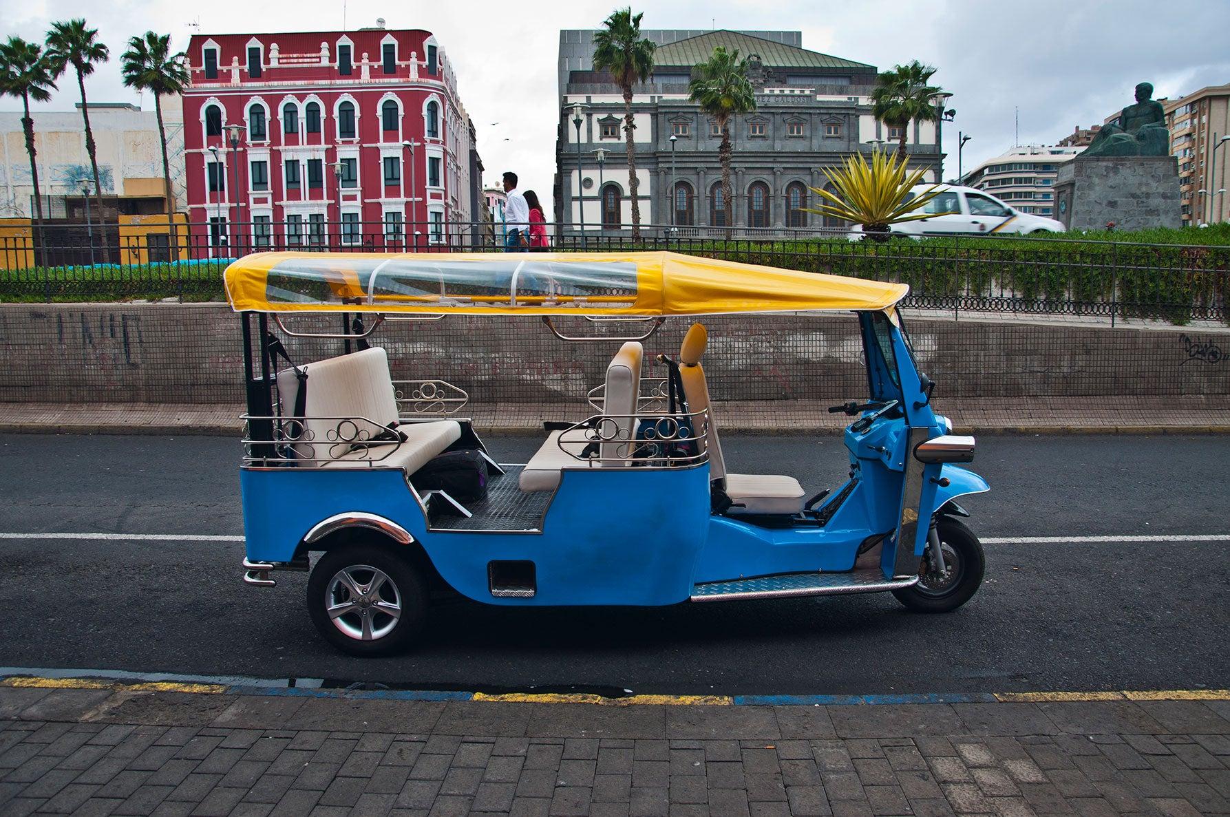 Montar en tuk-tuk, una de las cosas que hacer en Las Palmas de Gran Canaria
