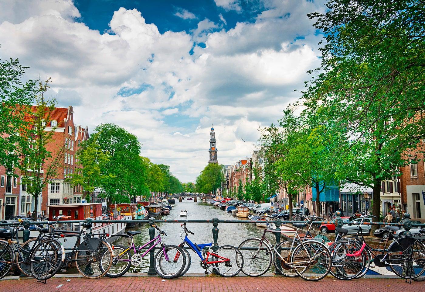 Ámsterdam una de las ciudades que puedes ver en bicicleta
