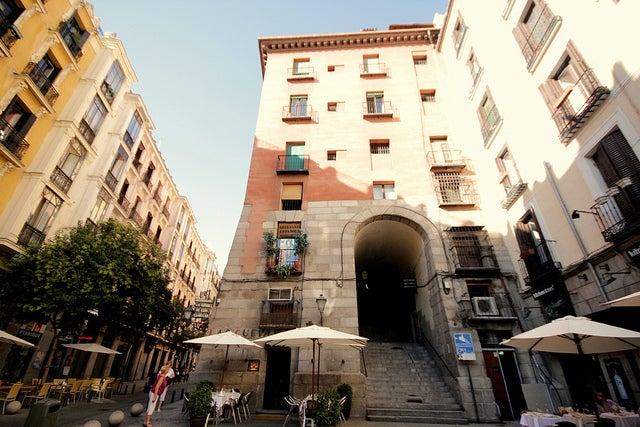 Arco de Cuchilleros en la Plaza Mayor de Madrid