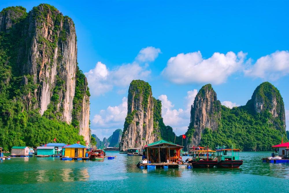 Pueblos flotantes en la bahía de Halong
