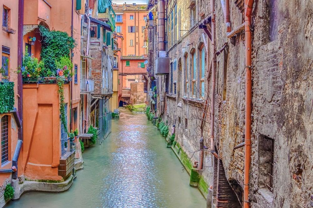 Canales de Bolonia en Italia